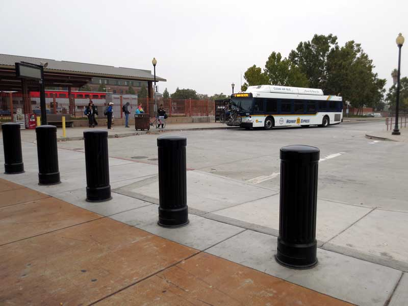 17 Bus Arrives at Diridon - photo by Max Clarke