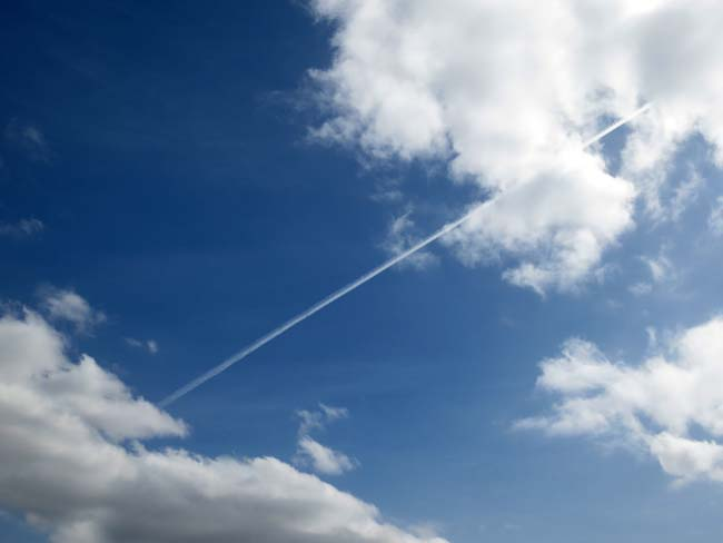 Contrail-©-photo by Max Clarke