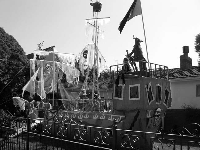 Halloween Pirate Ship -©- photo by Max Clarke
