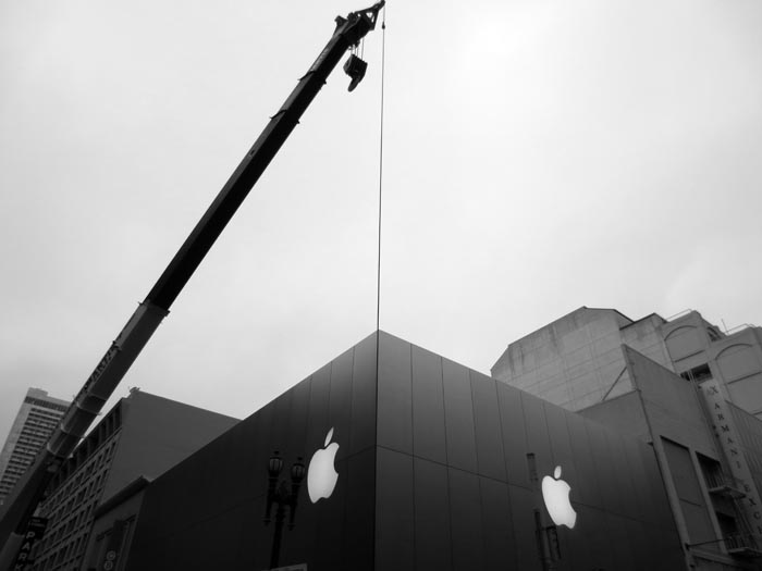 Apple Store -©- photo by Max Clarke