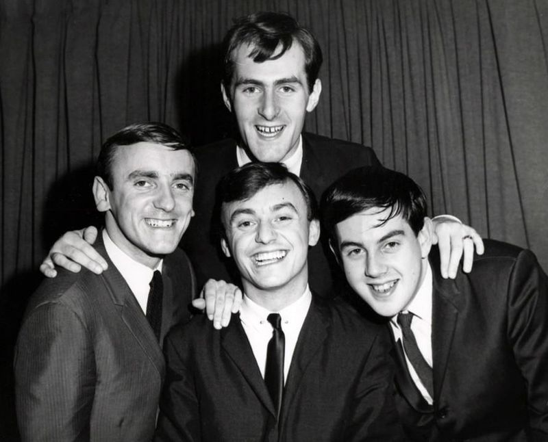 Gerry_and_the_Pacemakers_group_photo_1964