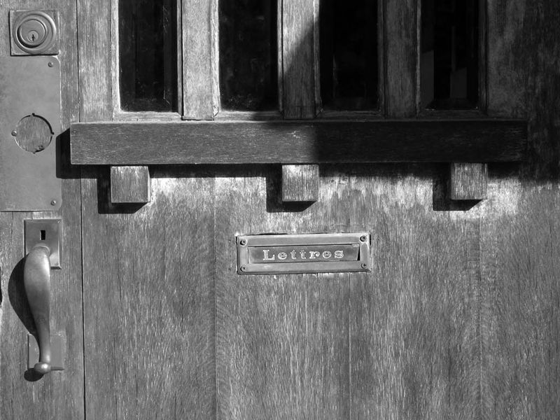 LETTRES mail slot - Max Clarke