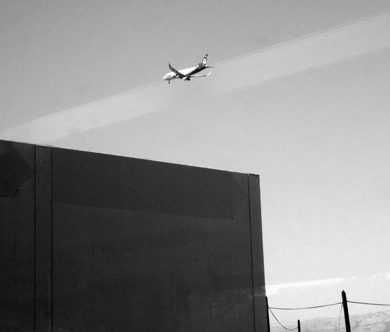 Airliner Landing at SJC - bw one - max clarke